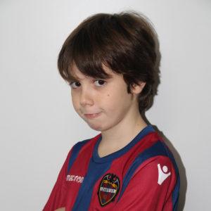 9 - Adrián Calderón